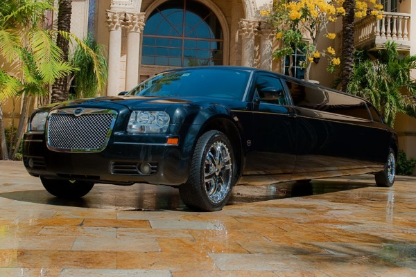 8 Person Chrysler 300 Limo Service Chandler