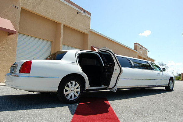 8 Person Lincoln Stretch Limo Chandler